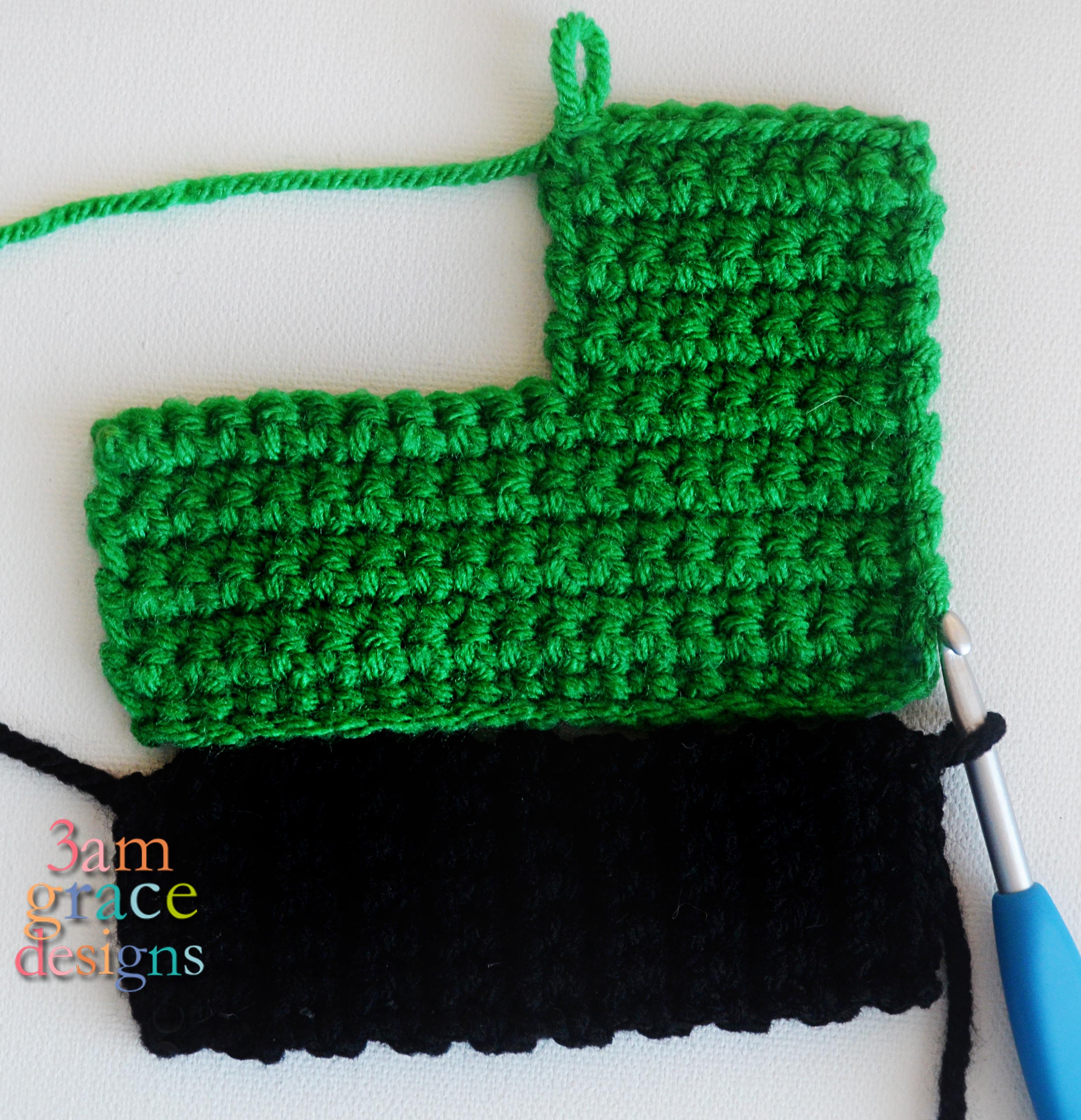 Tiny Crochet Cars {Free Pattern} | 2886x2785