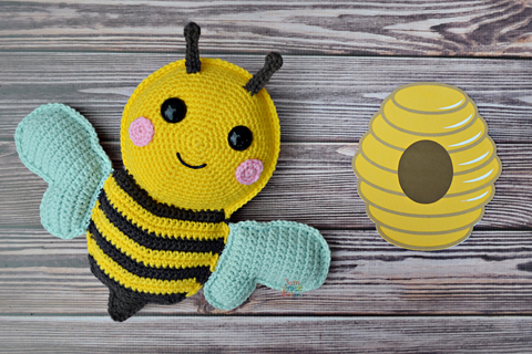How to Crochet a Bumble Bee Amigurumi - Club Crochet | 320x480